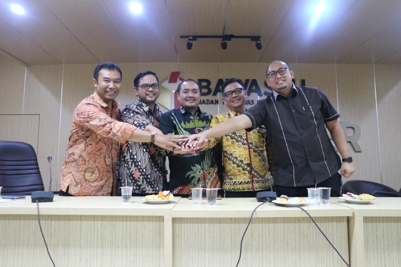 (Indonesia) Diskusi Media dengan Tema: Membangun Kepercayaan Publik dalam Pemilu 2019 – Media Center Bawaslu RI, Selasa 08 Januari 2019